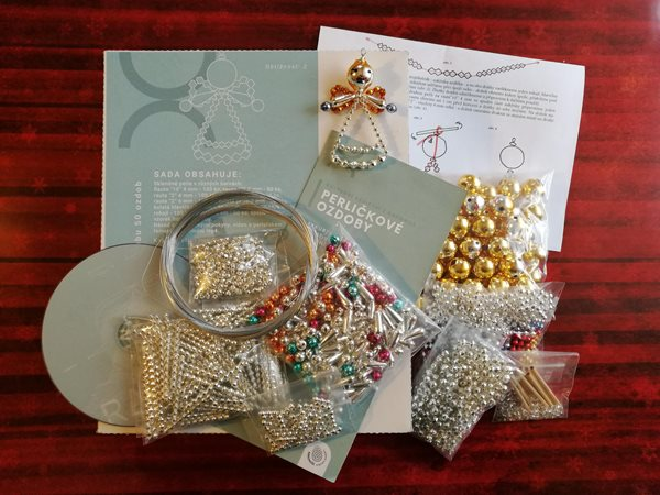 Velká sada na výrobu 50 ks ozdob z perliček - Andílek