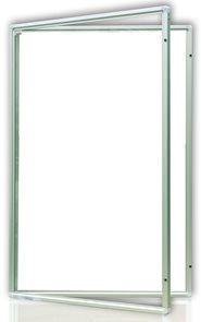 Vitrína interiérová 90x120 cm, vertikální otevírání uzamykatelné, bílý magnetický povrch
