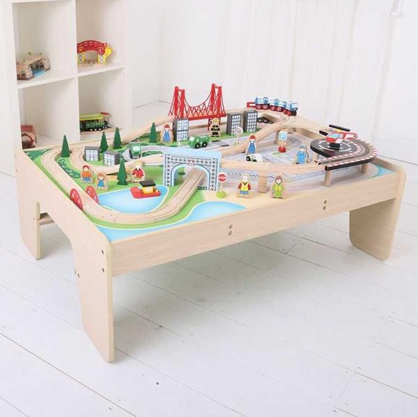 Dřevěná vláčkodráha se stolem - Město 61 dílů, Doprava zdarma