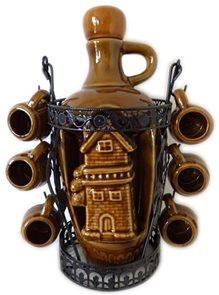 Keramická láhev s kovovým stojanem